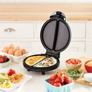 Horizontal omelette maker